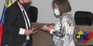 La presidenta del Consejo Nacional Electoral (CNE), Indira Alfonzo Izaguirre, recibió en la sede del Poder Electoral a la comisión parlamentaria encargada de la notificación