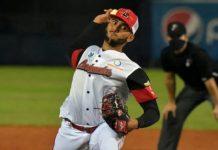 Derian González pitcher de Cardenales de Lara