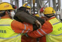 Rescatan 11 mineros chinos
