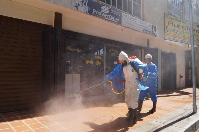 Ejecutan jornada de desinfección en vías principales de Naguanagua