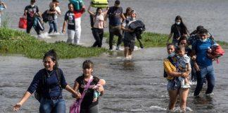 Venezolanos que cruzan Río Bravo