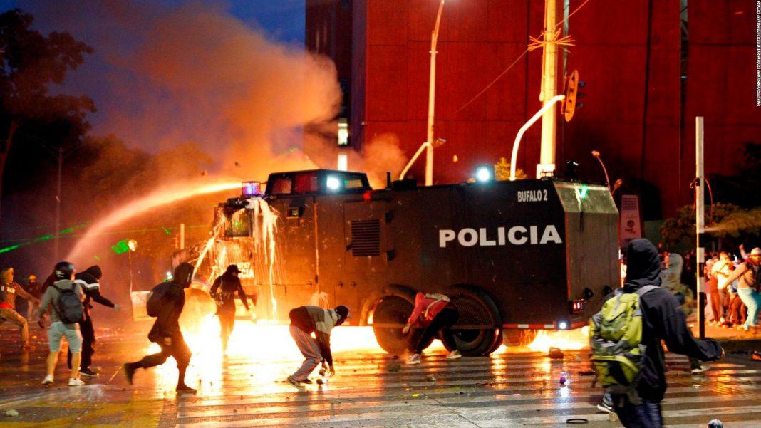 más de cincuenta heridos-represión-colombia