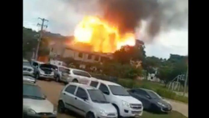 Explota un carro bomba en brigada del Ejército colombiano