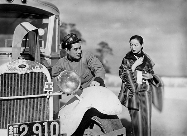 Ken_Uehara_and_Michiko_Kuwano_in_Arigato-san_(1936)