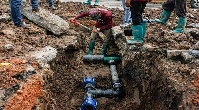 Empalme de tubería de aguas blancas beneficia a familias de Bello Monte