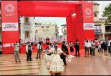 Peruanos conmemoran independencia